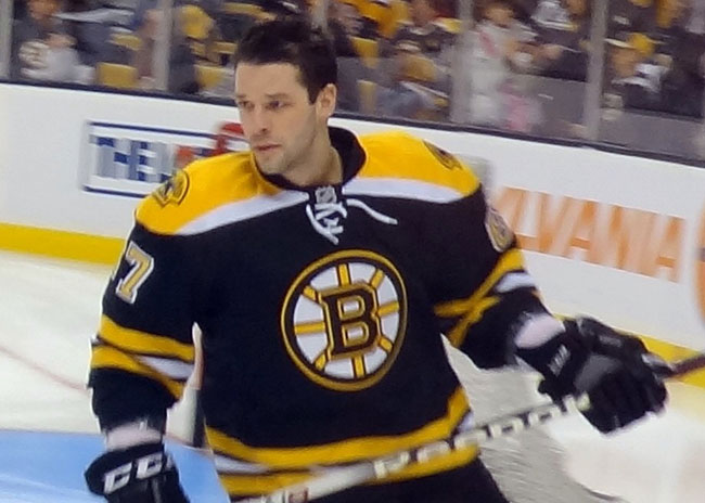Benoit Pouliot during a pre-game skate as a Boston Bruin. Photo credit: Wikimedia Commons, Meowwcat.